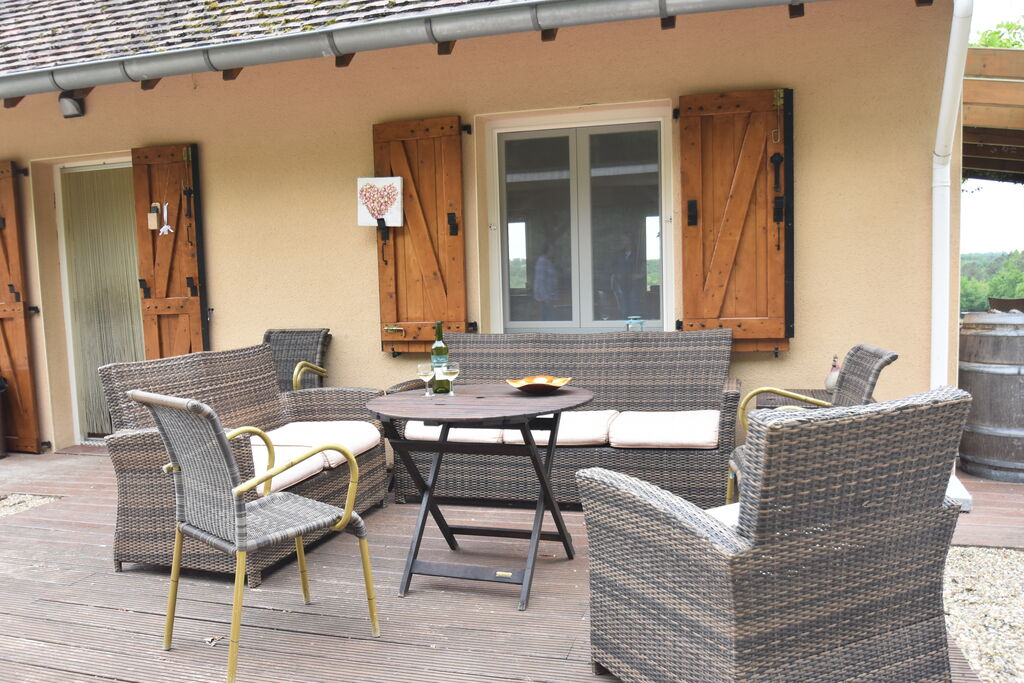 Prachtig modern huis met opzetzwembad en schitterend uitzicht over de wijnvelden - Boerderijvakanties.nl