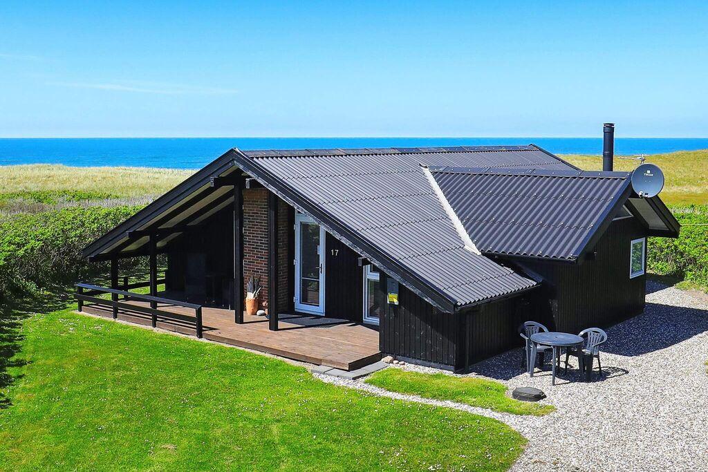 Schilderachtig vakantiehuis in Løkken met bubbelbad