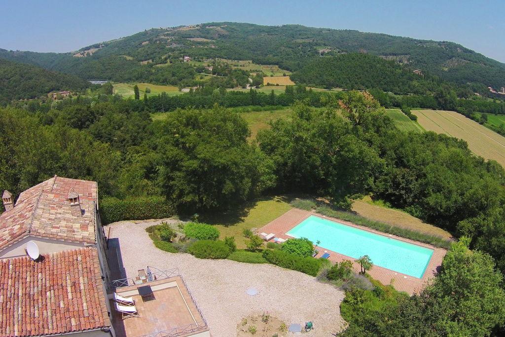 Petrelle- Villa met zwembad  met wifi te huur