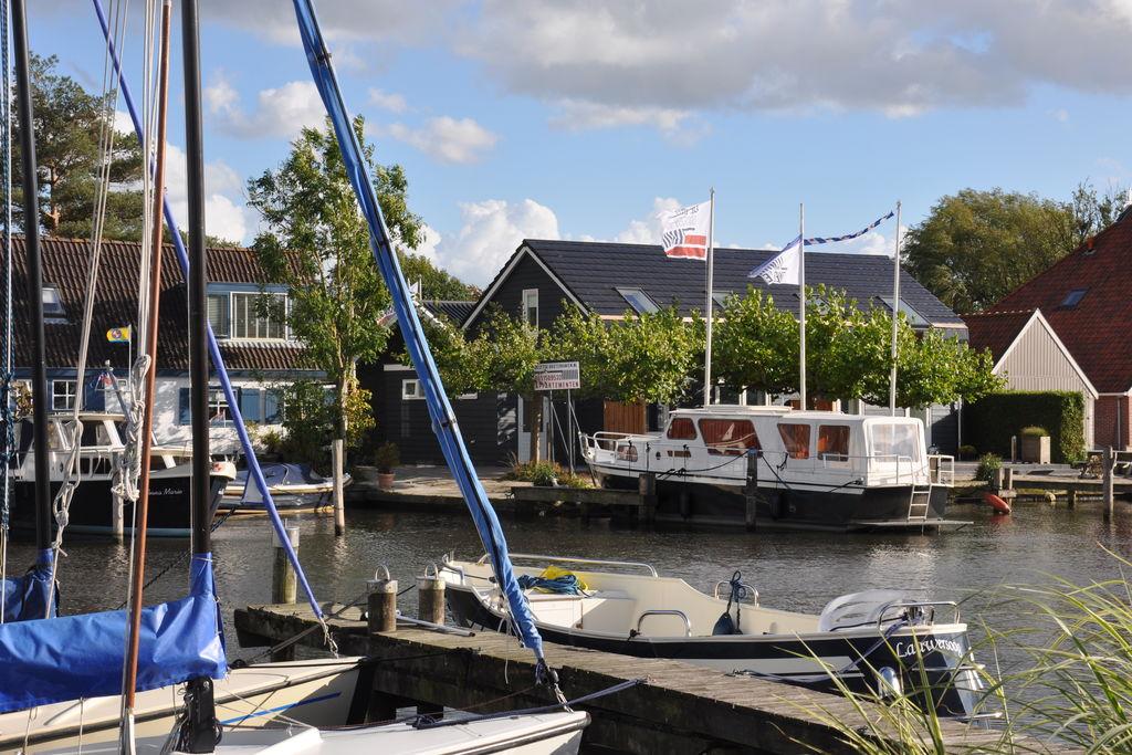 Modern appartement in Uitwellingerga op 6 km van Sneek - Boerderijvakanties.nl