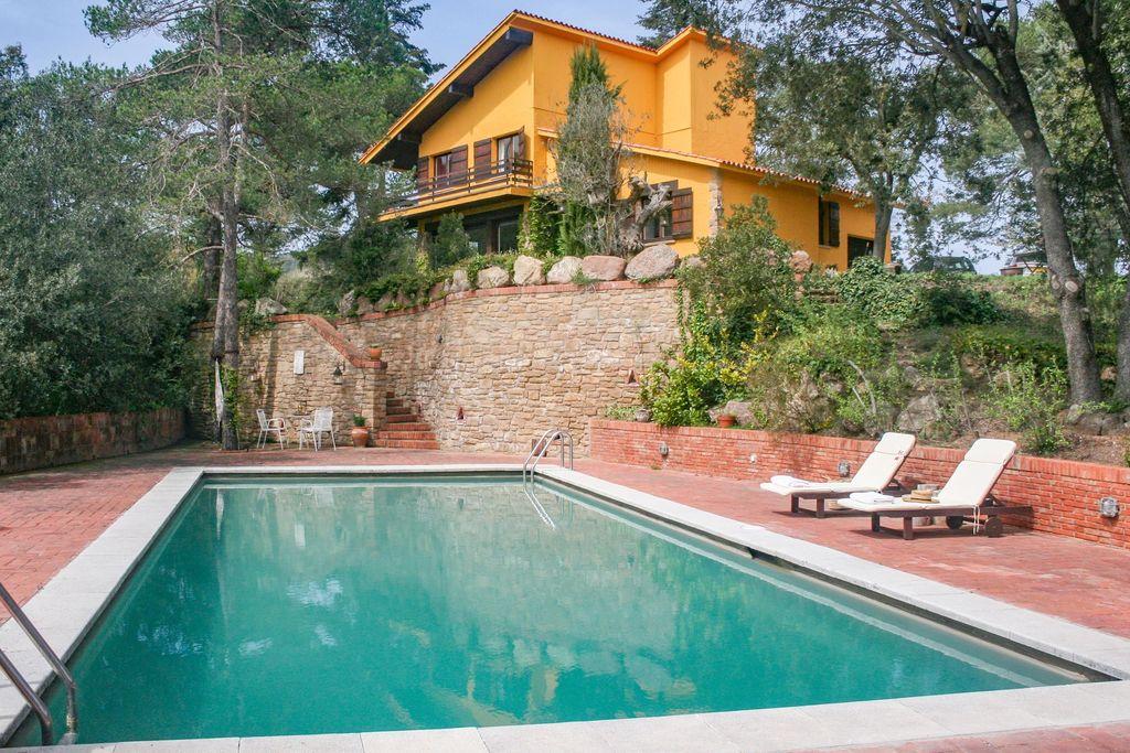 Mooie en ruime villa met privé zwembad op slechts 50 kilometer van Barcelona - Boerderijvakanties.nl