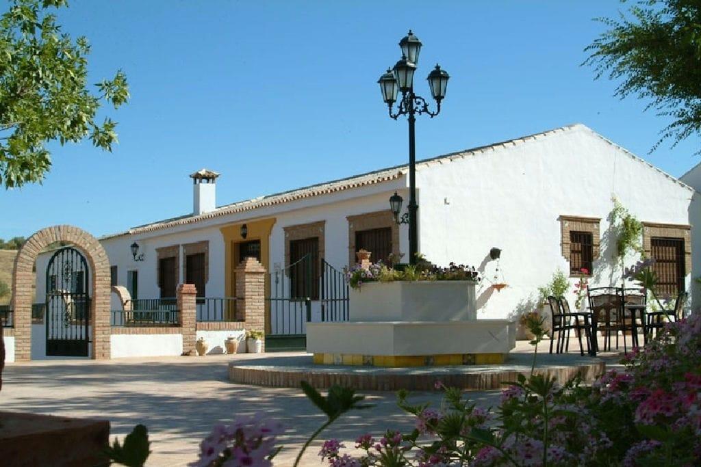 Rustiek vakantiehuis met privézwembad, prachtig gelegen bij Priego de Córdoba - Boerderijvakanties.nl