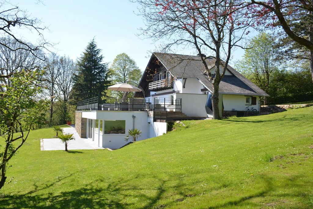 Imposant vakantiehuis in Stoumont met binnenzwembad en sauna - Boerderijvakanties.nl