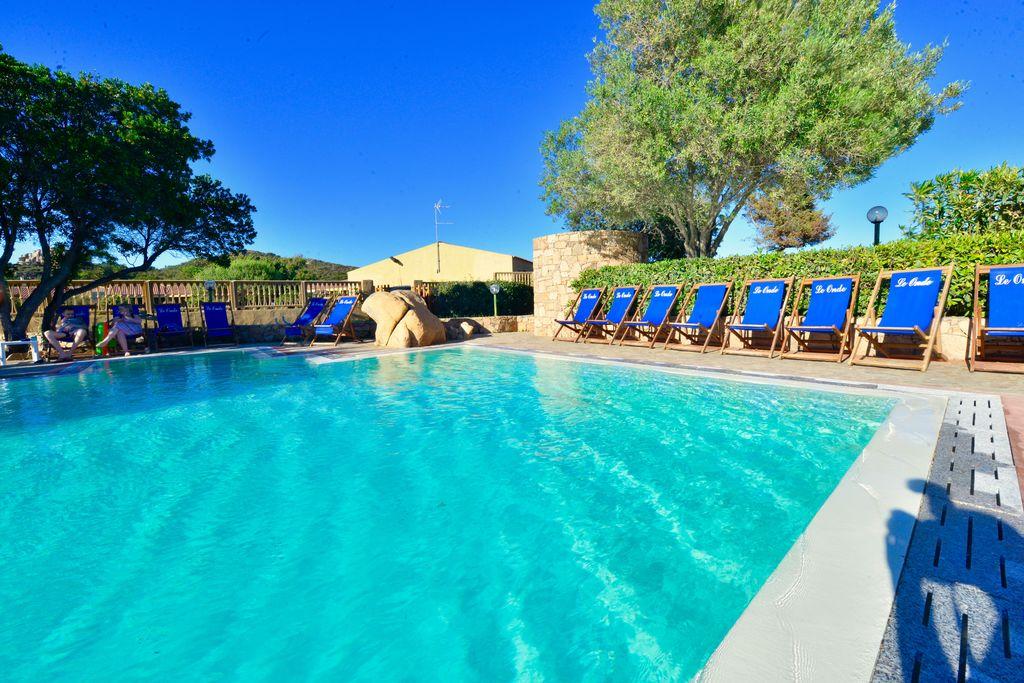 Appartement huren in Sardegna - met zwembad nabij Strand met wifi met zwembad voor 4 personen  Het huis is gelegen in een residen..
