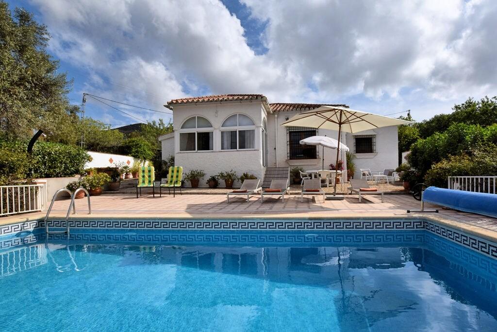 Licht vakantiehuis in Andalusië met privé zwembad - Boerderijvakanties.nl