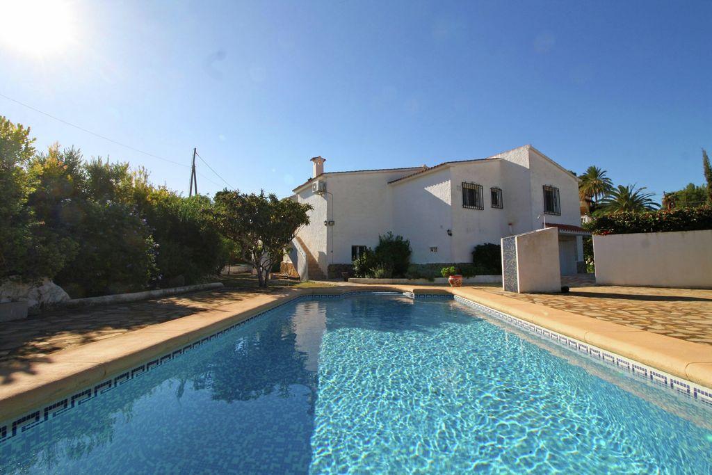 Vakantiewoning huren in Costa Blanca - met zwembad nabij Strand met wifi met zwembad voor 5 personen  De gezellige ingerichte villa in C..