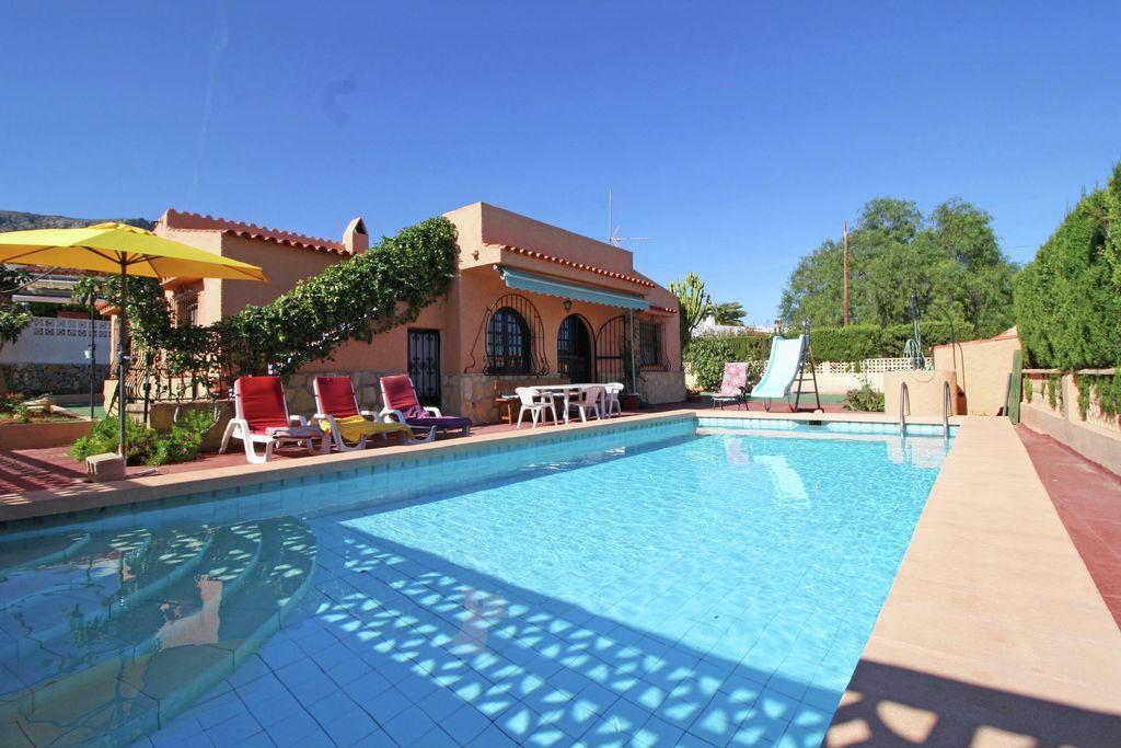 Vakantiewoning huren in Costa Blanca - met zwembad nabij Strand met wifi met zwembad voor 4 personen  De gezellige ingerichte villa in C..