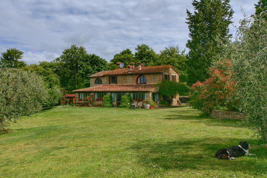Landelijke villa met verwarmd privézwembad, groot terras en mooi uitzicht - Boerderijvakanties.nl