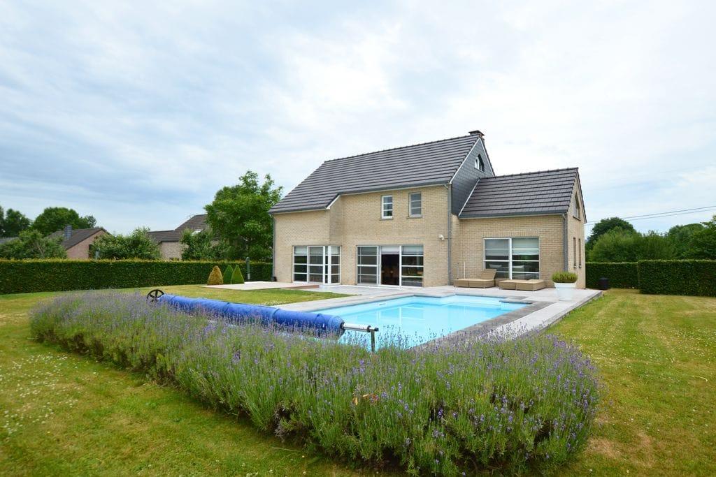 Villa huren in Luik - met zwembad  met wifi met zwembad voor 9 personen  Deze schitterende en moderne villa..