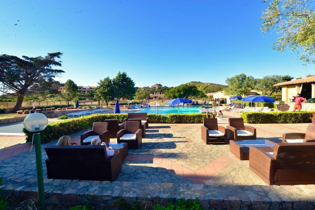 Vakantiewoning huren in Sardegna - met zwembad nabij Strand met wifi met zwembad voor 4 personen  Het huis is gelegen in een kleinsc..