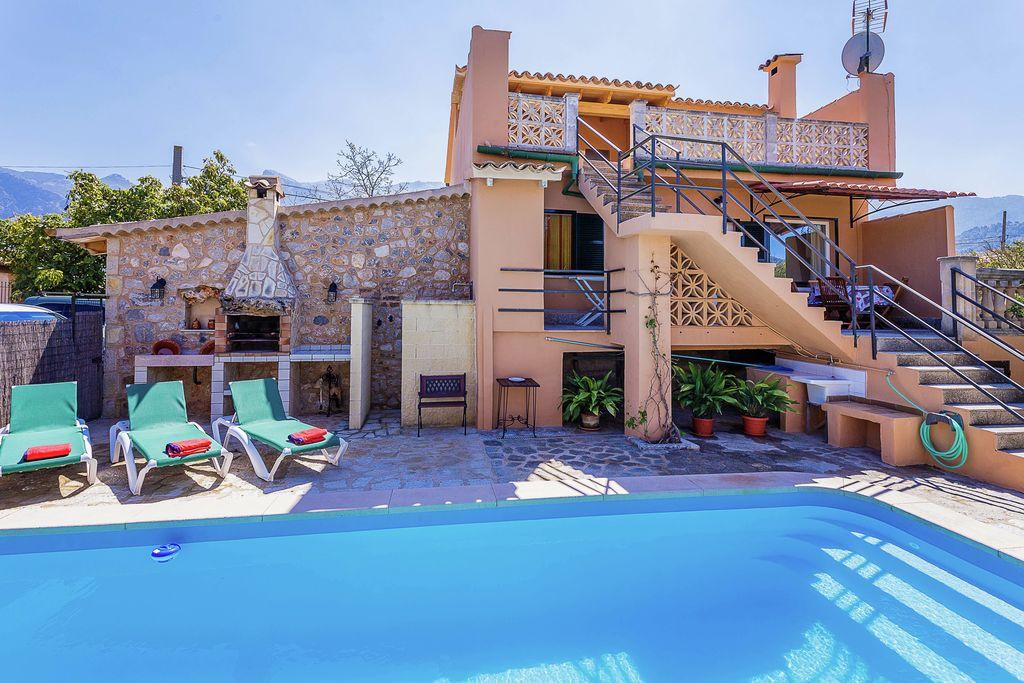 Tussen Soller en Puerto de Soller ligt deze ruime woning met privé zwembad. - Boerderijvakanties.nl