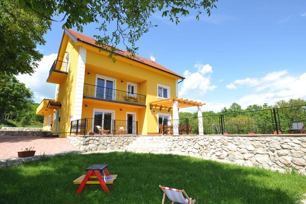 Mooie villa in Tijarica met een privézwembad - Boerderijvakanties.nl