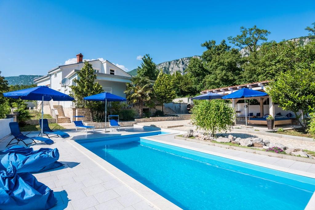 Prachtige villa omringd door natuur met een privézwembad - Boerderijvakanties.nl