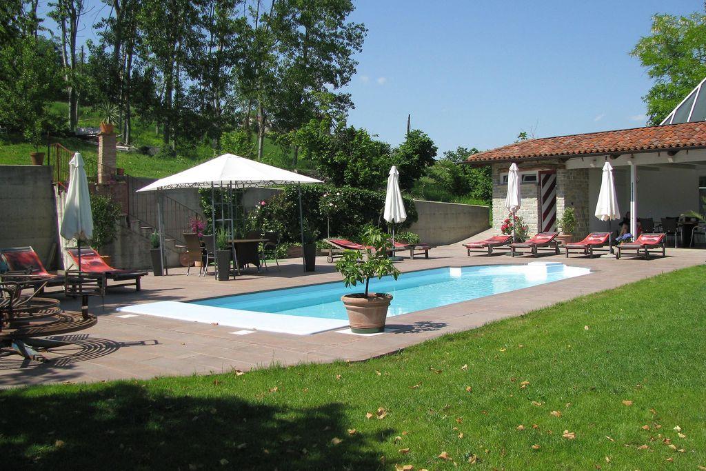 Flat met groot terras, in een kleinschalig complex met zwembad, in de groen - Boerderijvakanties.nl