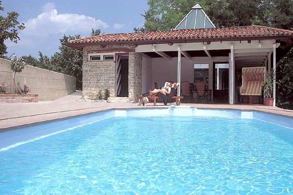 Appartement met groot overdekt terras, in een kleinschalig complex met zwembad - Boerderijvakanties.nl