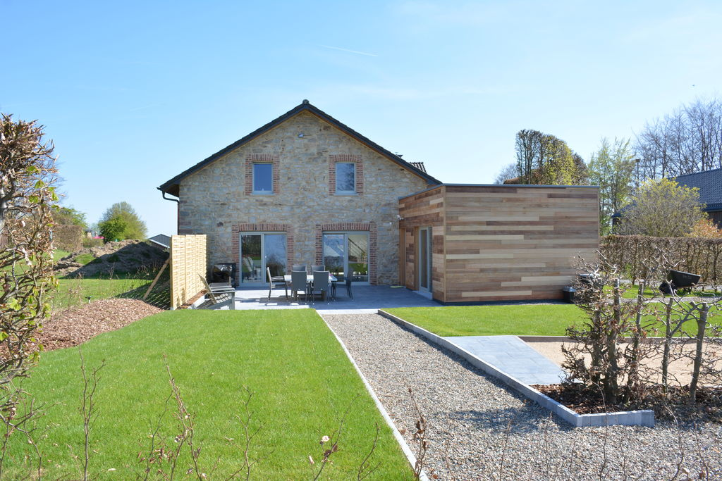In alle rust, hoger gelegen, zeer mooi ruim en licht huis, met sauna. - Boerderijvakanties.nl