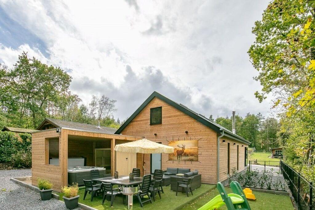 Comfortabel vakantiehuis in Biron met een terras - Boerderijvakanties.nl