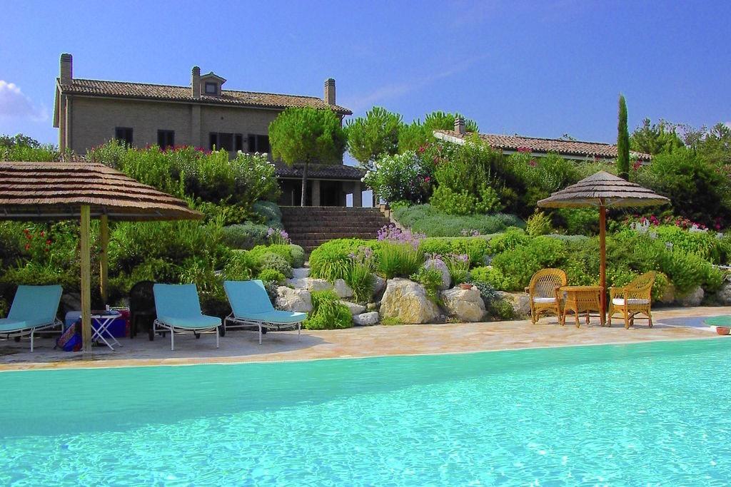 Luxueuze villa in Montelupone, Italië met privézwembad - Boerderijvakanties.nl