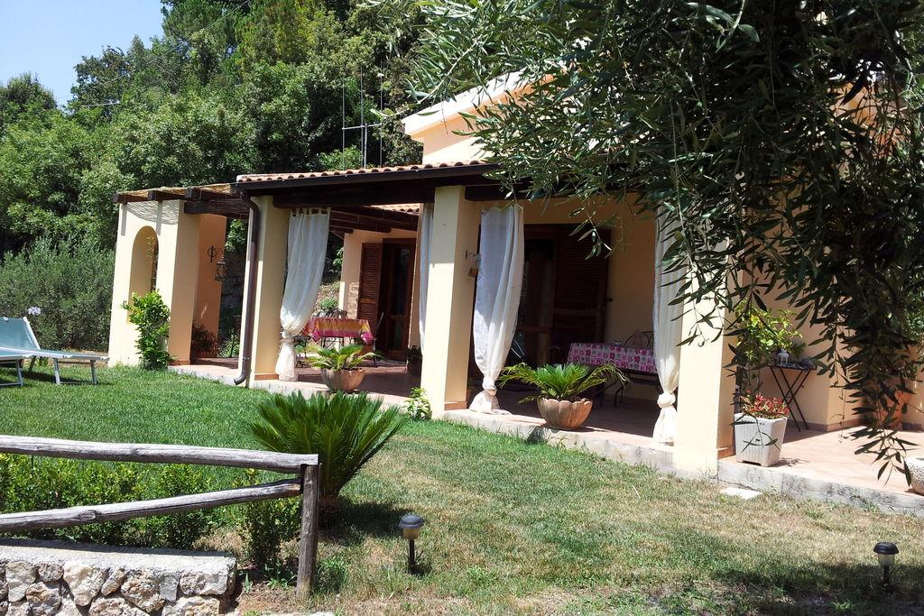Vakantiewoning huren in Basilicata -   met wifi  voor 6 personen  Dit huis met  een groot overdekt t..