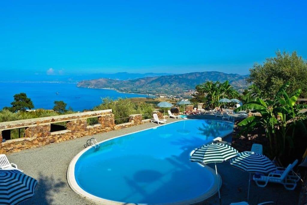 Vakantiewoning huren in Sicilia - met zwembad nabij Strand met wifi met zwembad voor 6 personen  Deze mooie vakantiewoning voor zes..