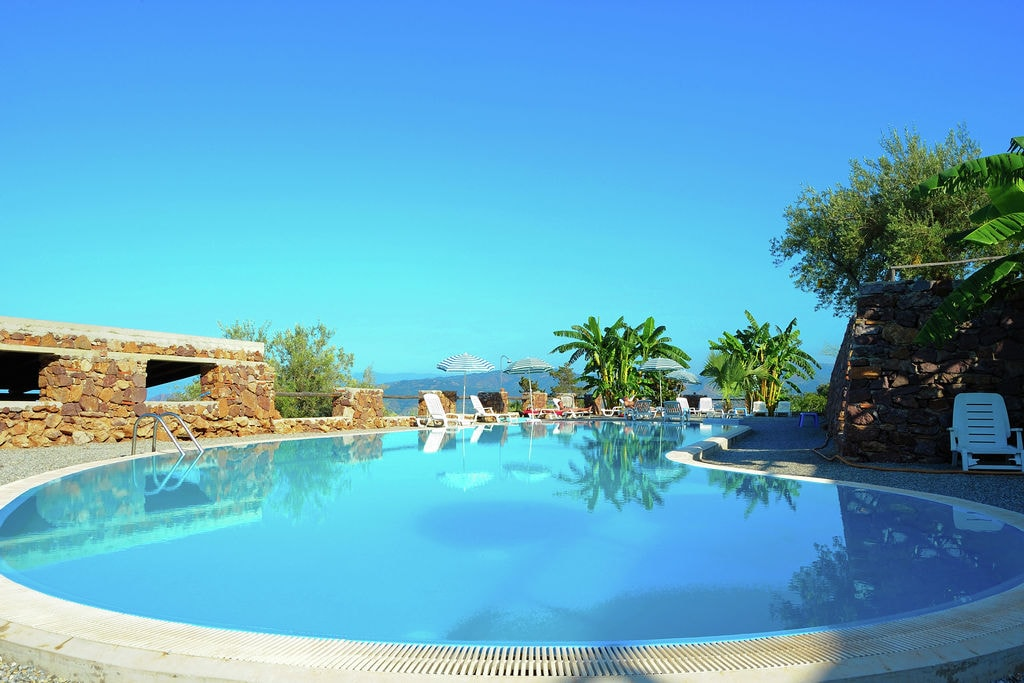Appartement huren in Sicilia - met zwembad nabij Strand met wifi met zwembad voor 4 personen  Dit vierpersoonsappartement ligt o..