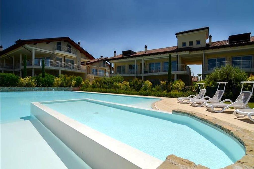 Sirmione- Appartement met zwembad  met wifi te huur