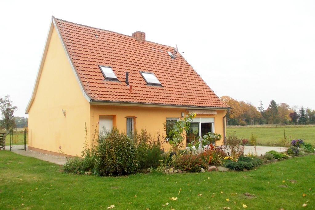 Ruim vakantiehuis in Weitenhagen met privéterras - Boerderijvakanties.nl