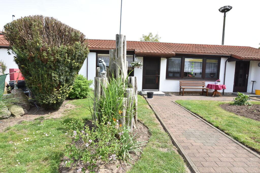 Ruime bungalow in Roggow vlak bij een strand - Boerderijvakanties.nl