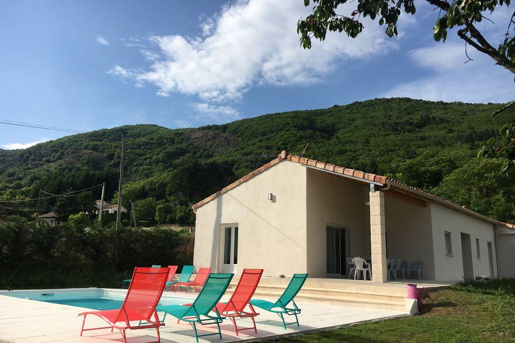Moderne villa in de Ardèche met heerlijk privézwembad - Boerderijvakanties.nl