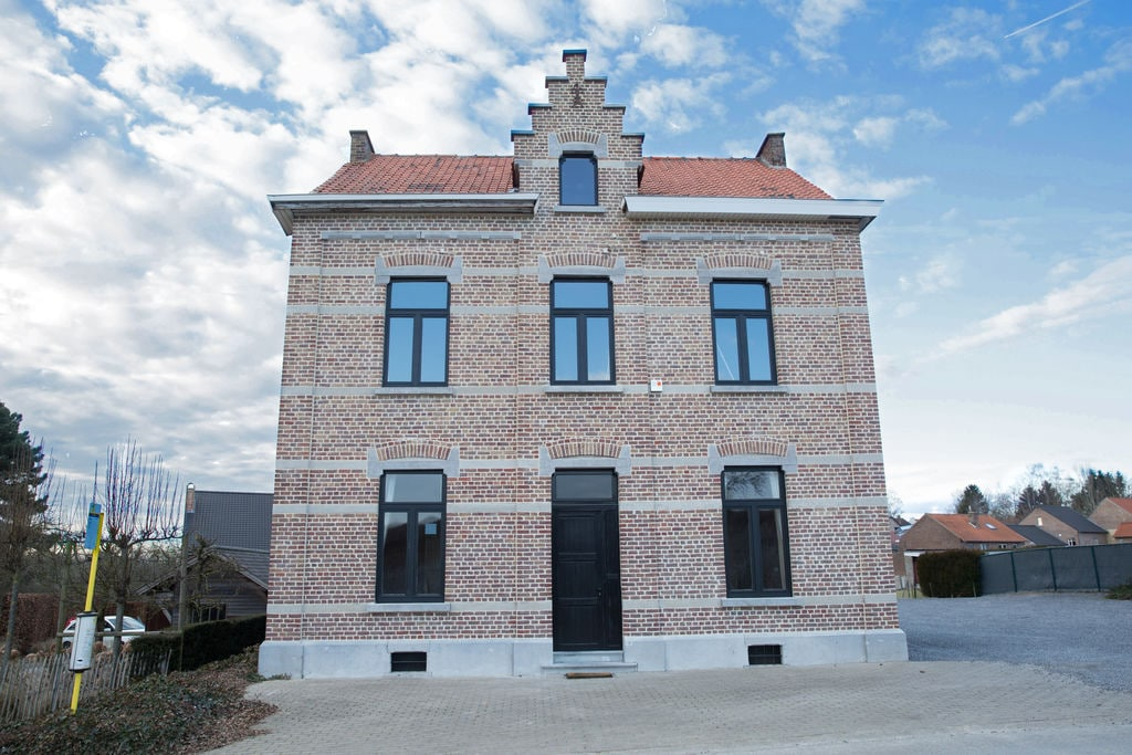Vakantiewoning huren in Limburg -   met wifi  voor 10 personen  De Jachtbloesem beschikt over 5 ru..