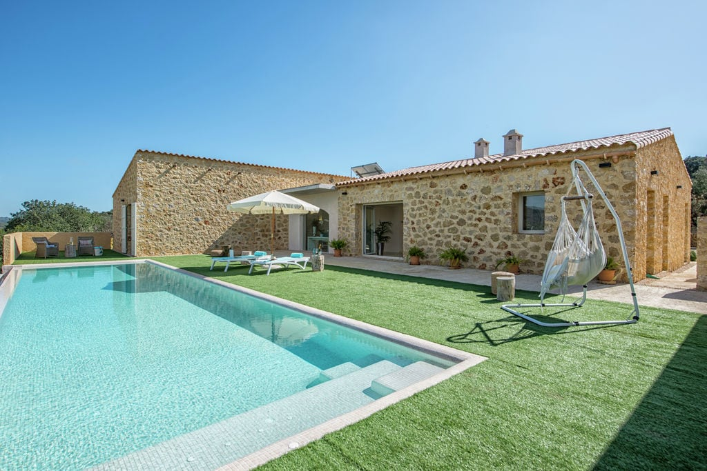 Moderne villa in Sant Llorenç des Cardassar met zwembad - Boerderijvakanties.nl
