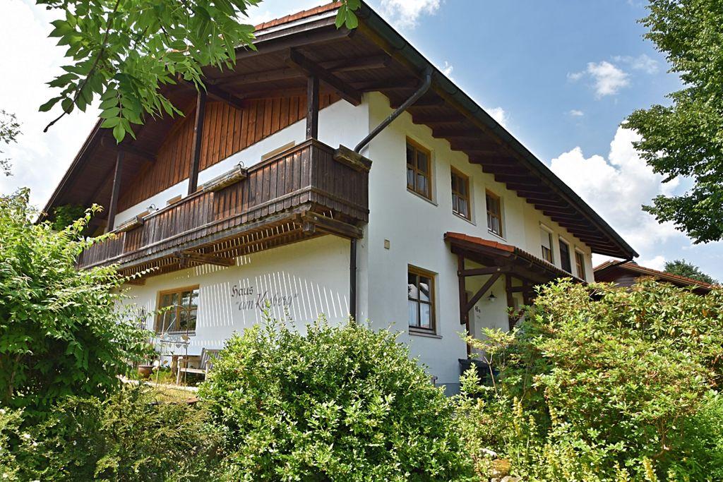 Royale vakantiewoning met tuin en balkon in Rinchnach in het Beierse Woud - Boerderijvakanties.nl