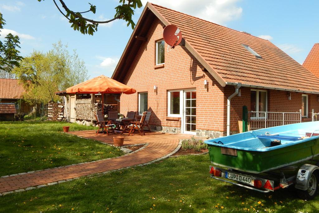 Modern vakantiehuis Neu Poserin met omheinde tuin - Boerderijvakanties.nl