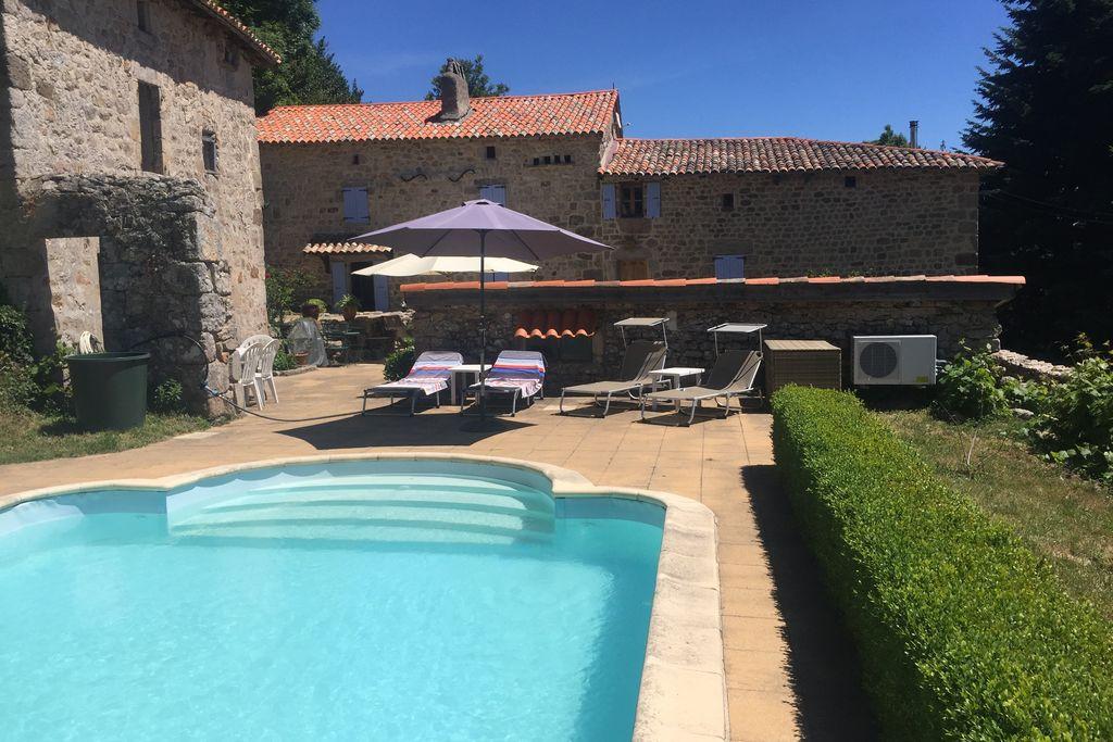 Vakantiewoning huren in Ardeche - met zwembad  met wifi met zwembad voor 7 personen  Fraai gerestaureerde woning van me..