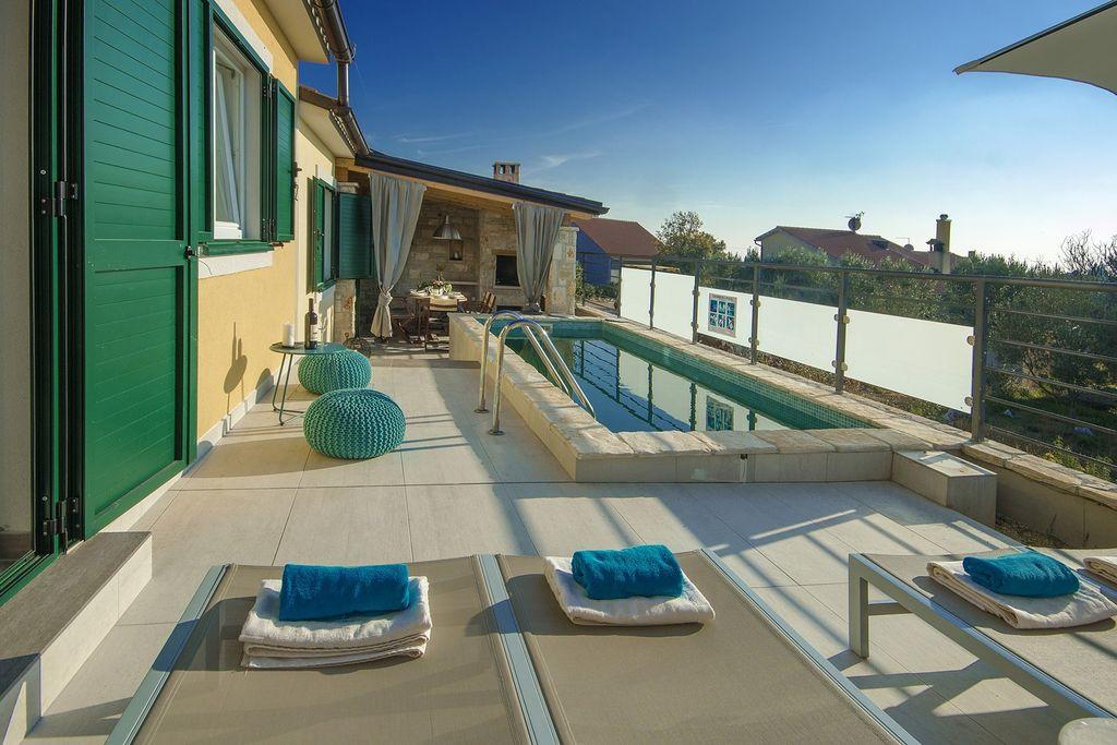 Vodnjan- Vakantiewoning met zwembad nabij Strand met wifi te huur