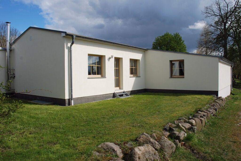 Ruimtelijk vakantiehuis bij Wismar met een sauna - Boerderijvakanties.nl