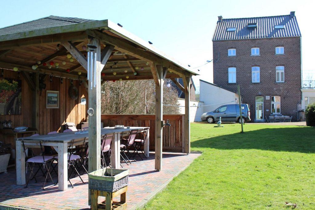 Vakantiewoning huren in Limburg -   met wifi  voor 12 personen  De kleine herberg is een ruime acc..