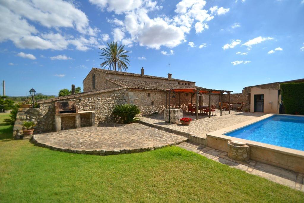 Prachtig landhuis in Vilafranca de Bonany met privézwembad - Boerderijvakanties.nl