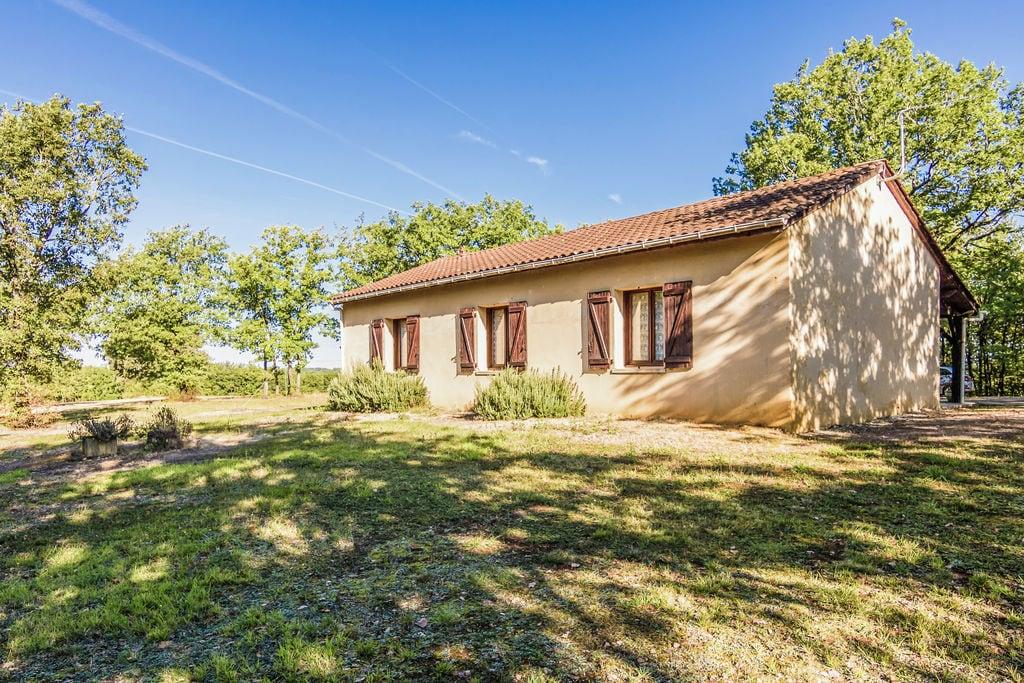 Mooi vakantiehuis bij Salignac-Eyvigues (5 km) rustige ligging in mooie natuur - Boerderijvakanties.nl