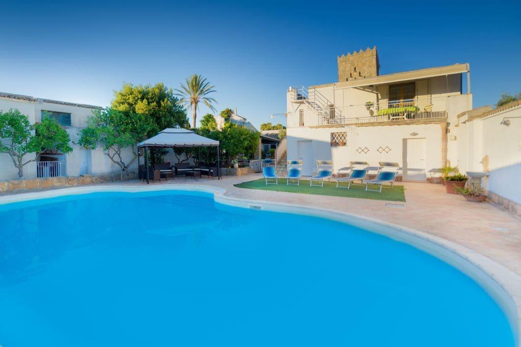 Villa huren in Sicilia - met zwembad nabij Strand met wifi met zwembad voor 14 personen  Baglioresciacca, met al haar schoo..