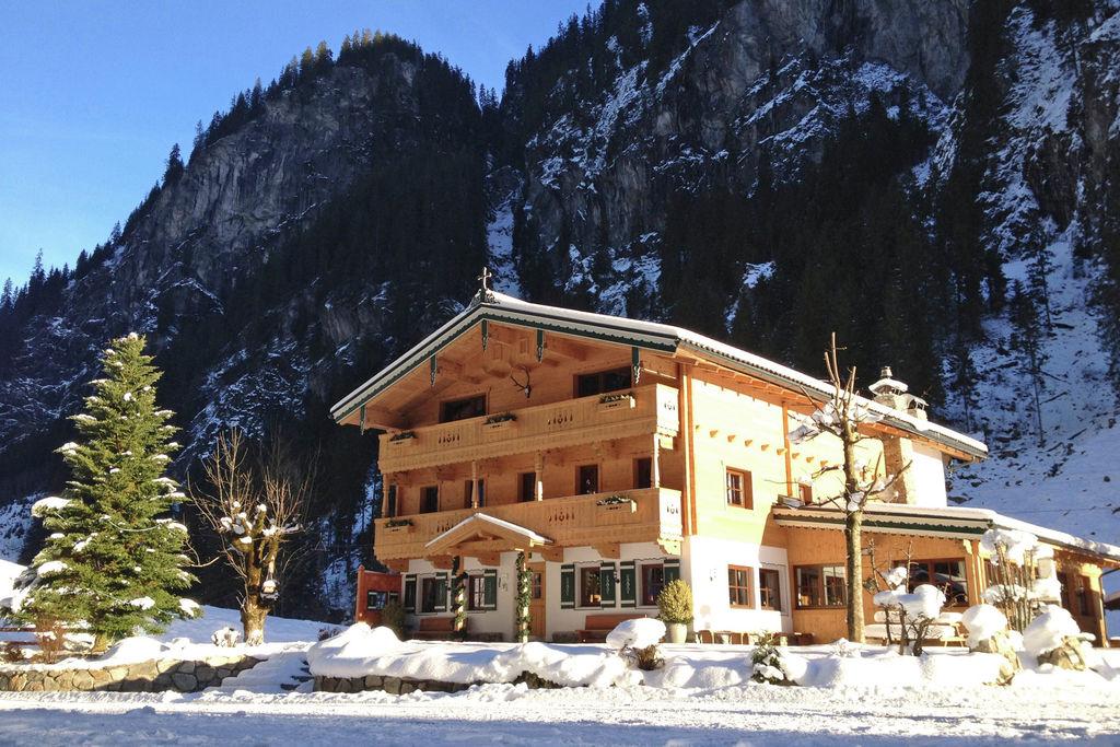 Traditioneel chalet in Tirol met een ruim balkon - Boerderijvakanties.nl