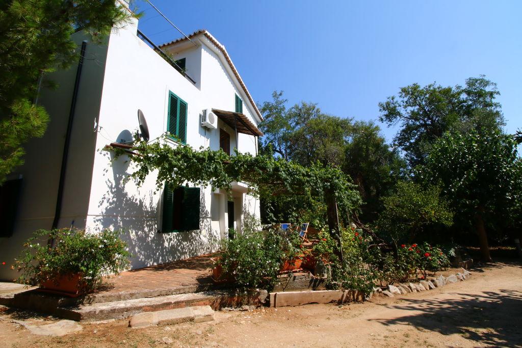 Villa huren in Basilicata - met zwembad  met wifi met zwembad voor 13 personen  Deze prachtige villa ligt in Calab..