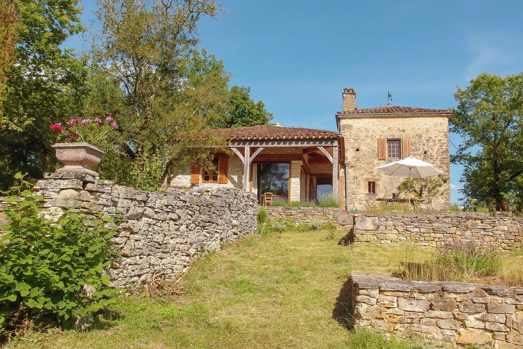 Karakteristiek vakantiehuis in de Dordogne met terras - Boerderijvakanties.nl