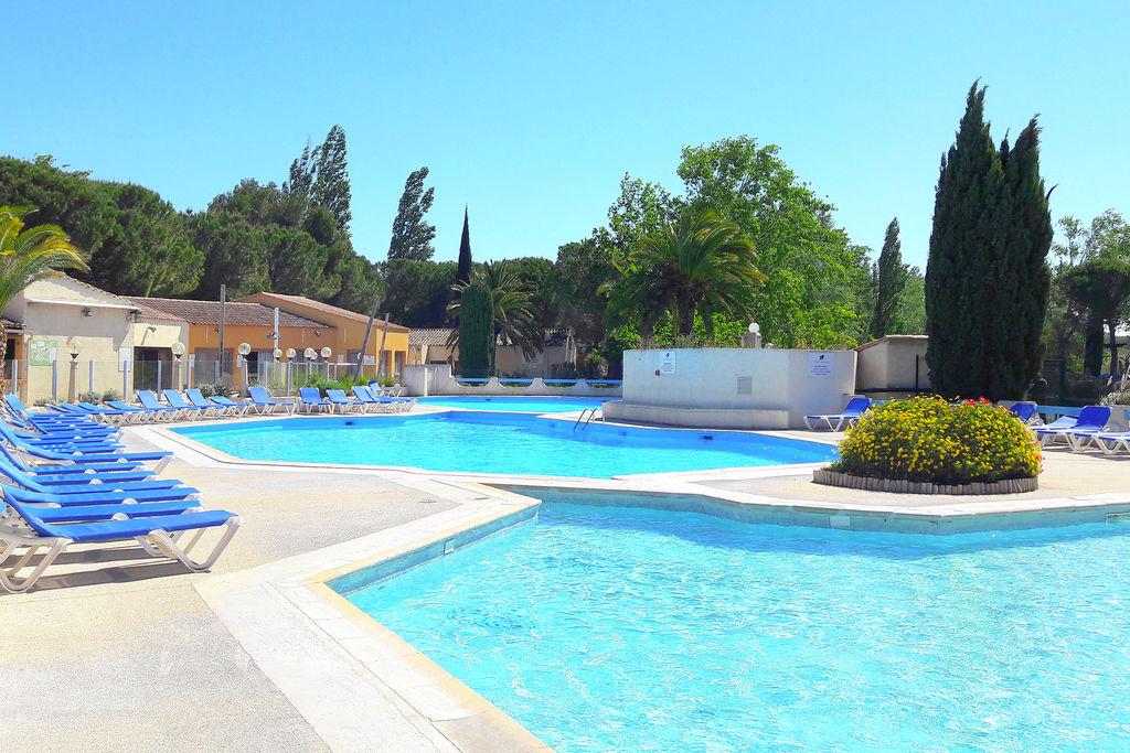 Vakantiehuis in de buurt van Arles met groot zwembad en tuin - Boerderijvakanties.nl