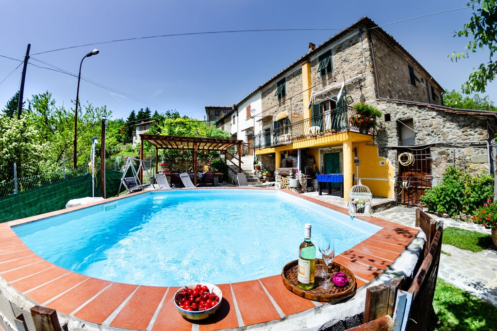 Stenen huis in de Toscaanse stijl met privé zwembad en wifi - Boerderijvakanties.nl