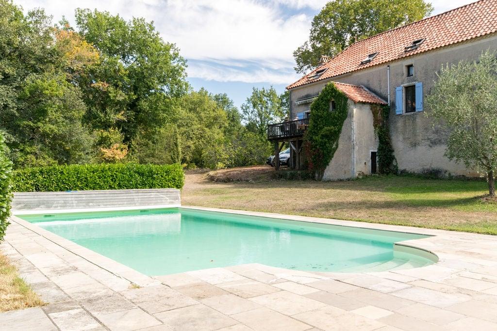 Karakteristiek vakantiehuis in Puy-l'Évêque met privézwembad - Boerderijvakanties.nl