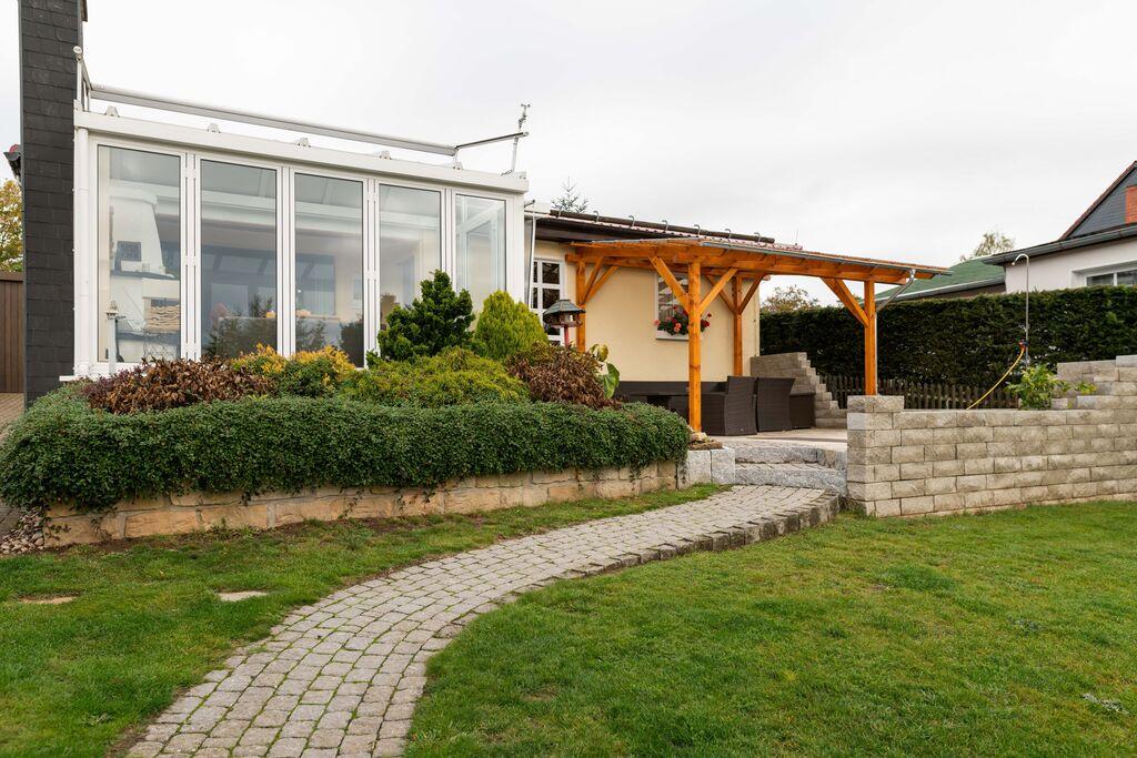 Mooie bungalow in Harz met een serre en open haard - Boerderijvakanties.nl