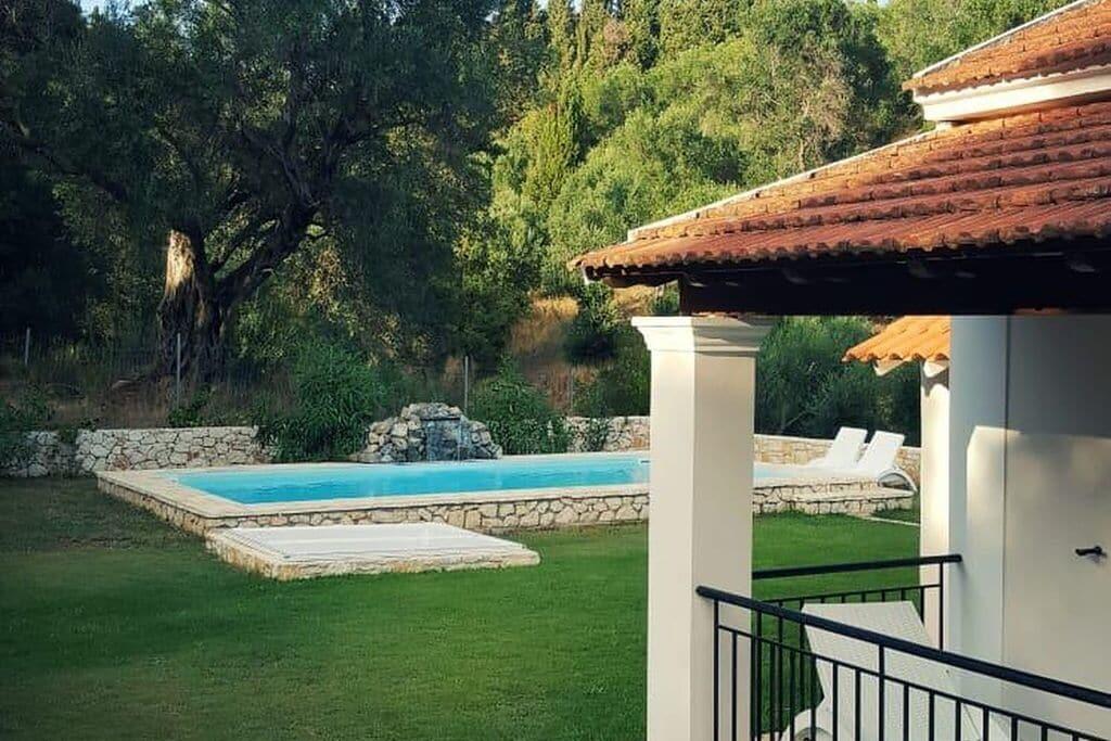 Luxe vakantievilla met privé zwembad vlakbij mooie stranden, westkust van Corfu - Boerderijvakanties.nl