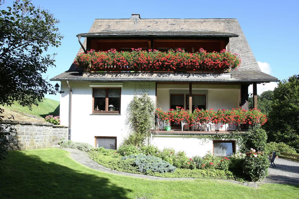 Mooi appartement in Schmallenberg met een balkon en tuin - Boerderijvakanties.nl