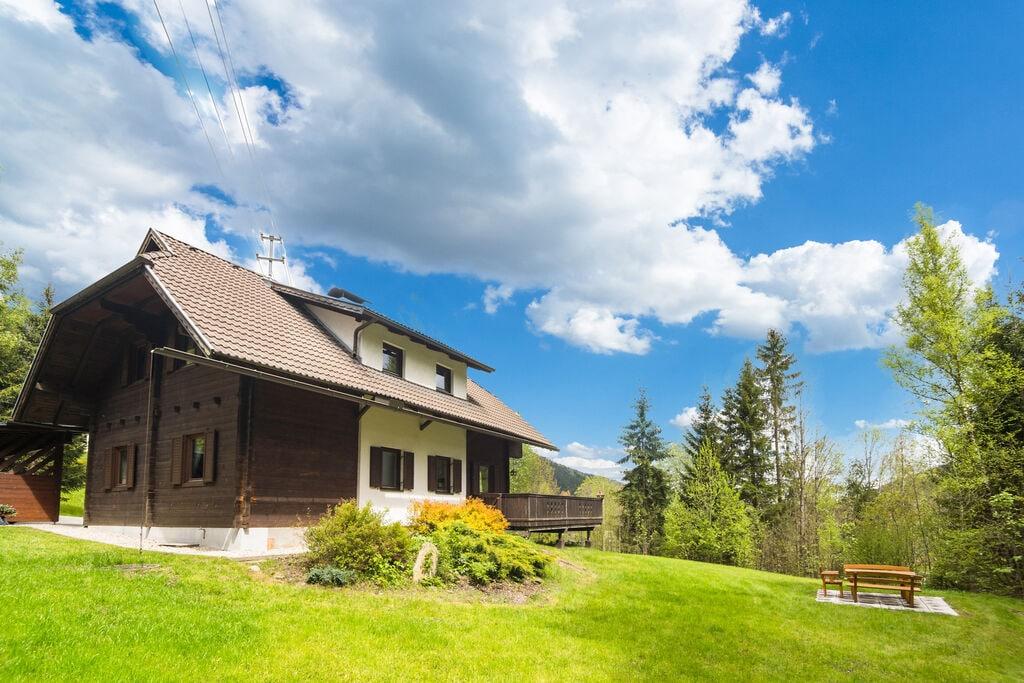Zeer ruim vrijstaand vakantiehuis in Karinthië nabij skigebieden en meren - Boerderijvakanties.nl